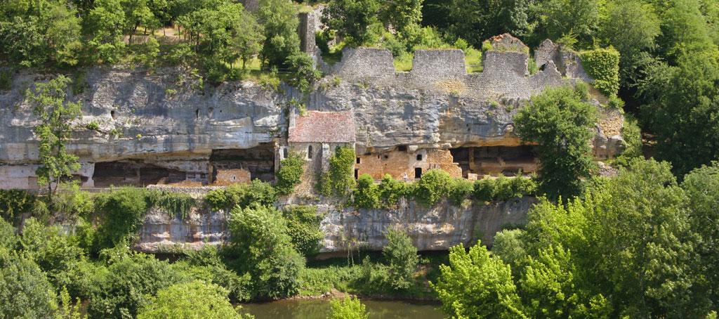 Village troglodytique de la madeleine sites - La maison de la truffe madeleine ...