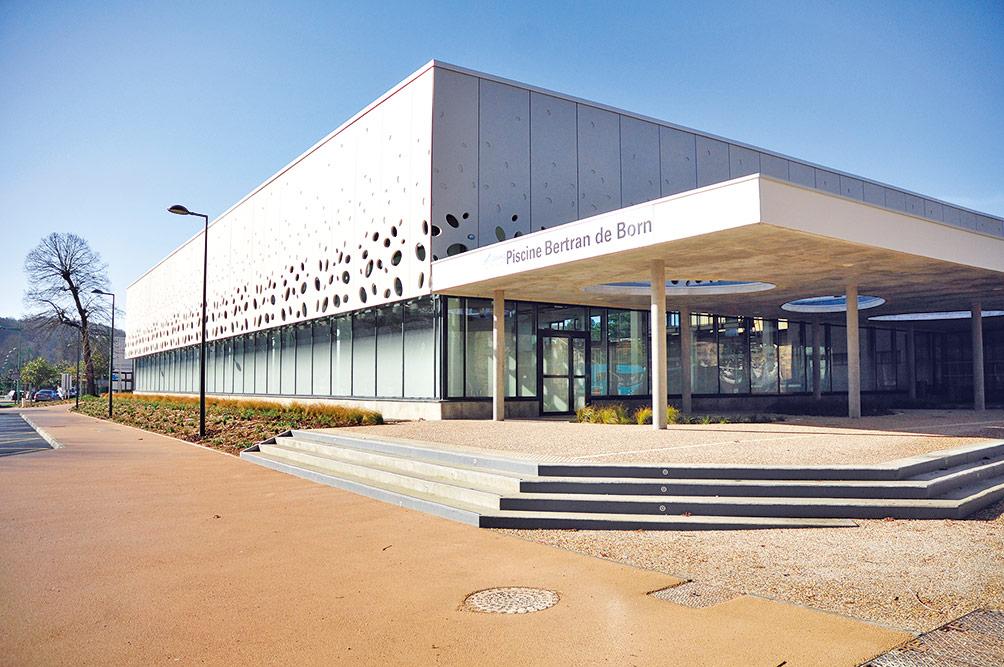 Piscine bertran de born piscines centres aquatiques for Piscine des weppes