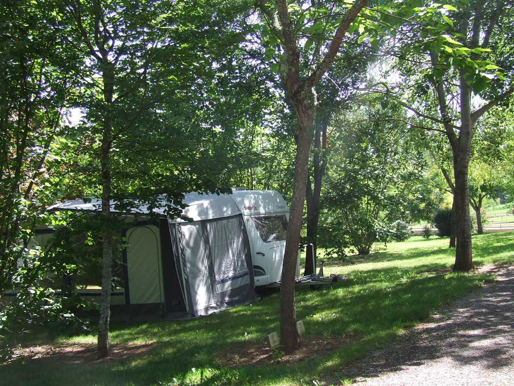 camping le convivial week end courts s jours saint martial de nabirat. Black Bedroom Furniture Sets. Home Design Ideas