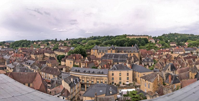 Discover Sarlat from the sky at 35 metres high !