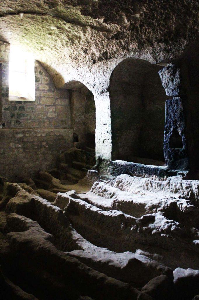 L'église monolithe d'Aubeterre-sur-Dronne - Nécropole