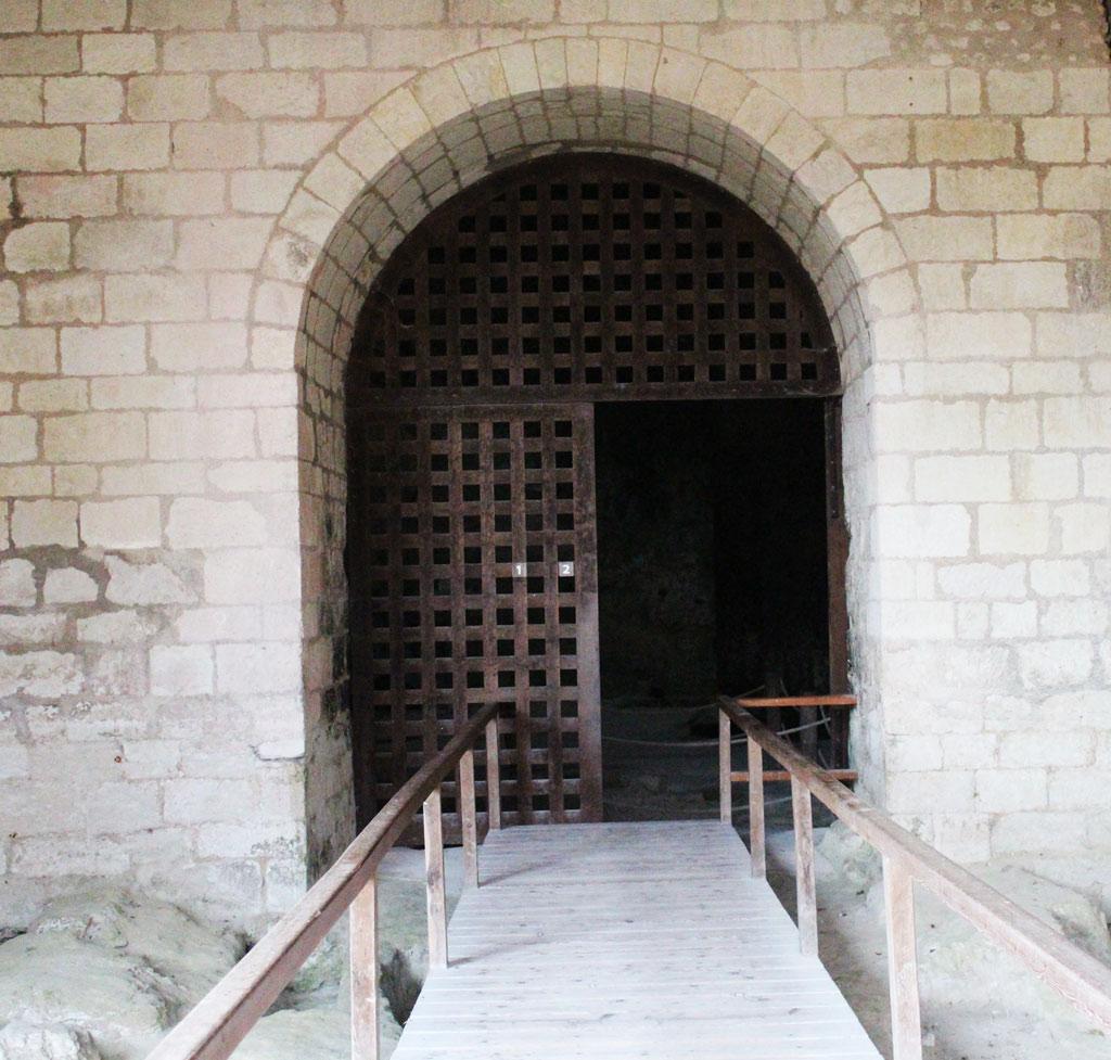 L'église monolithe d'Aubeterre-sur-Dronne - Entrée