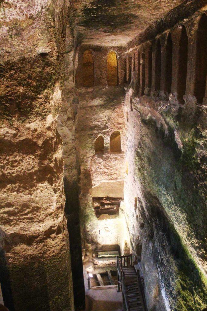 L'église monolithe d'Aubeterre-sur-Dronne - Vue des tribunes