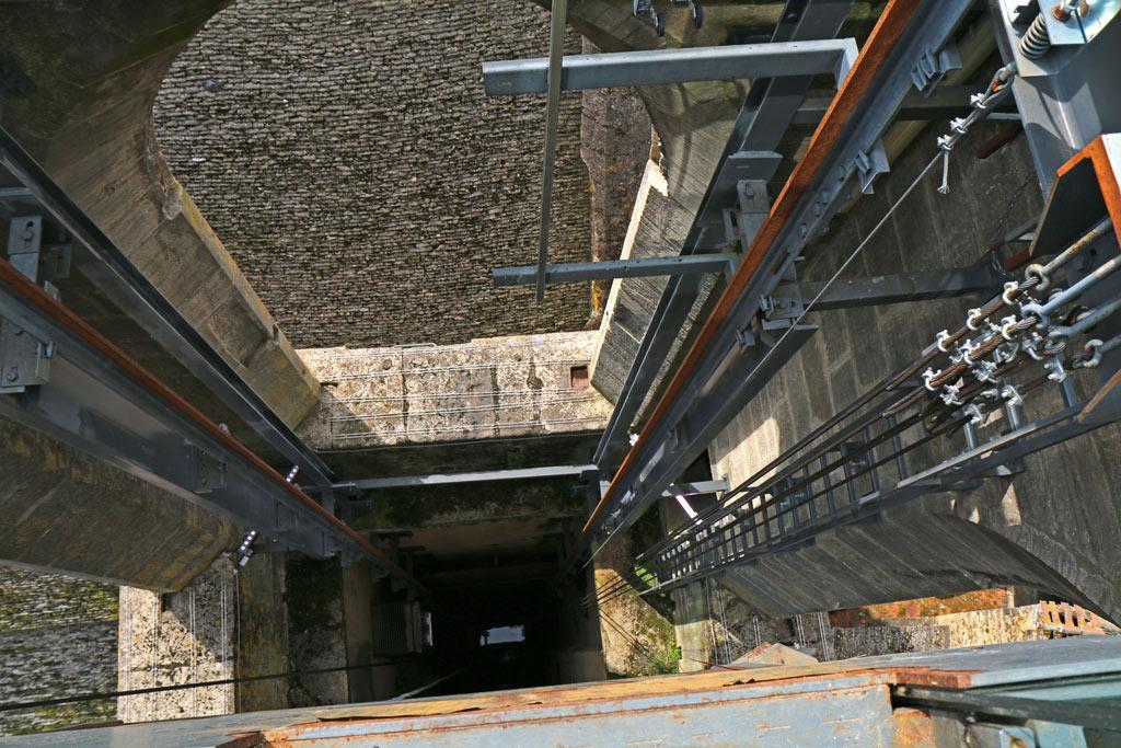 Intérieur de la cage d'ascenseur sur-mesure