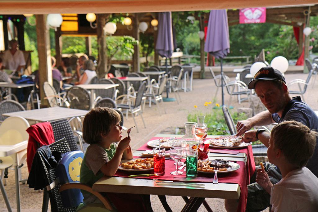 Les délicieux repas de la brasserie - pizzeria - snack ouverte le midi et le soi