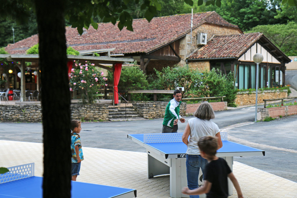Qui va gagner la partie de ping pong ?