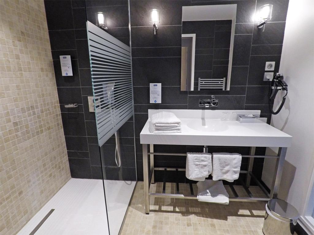 Grandes et belles salles de bain