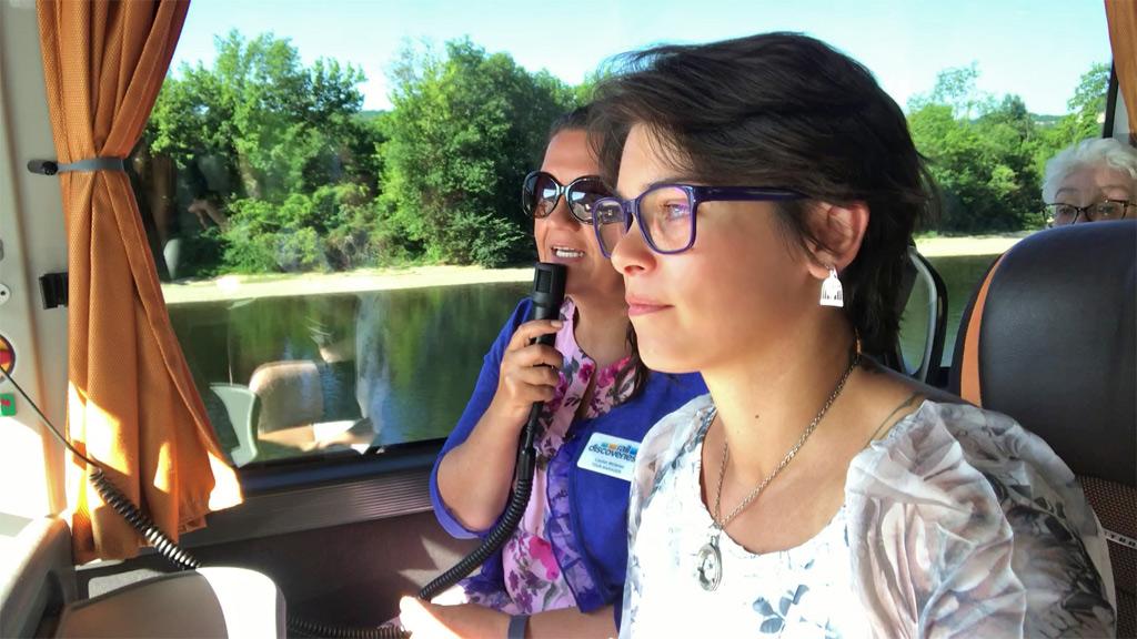 Avec une guide ou une accompagnatrice