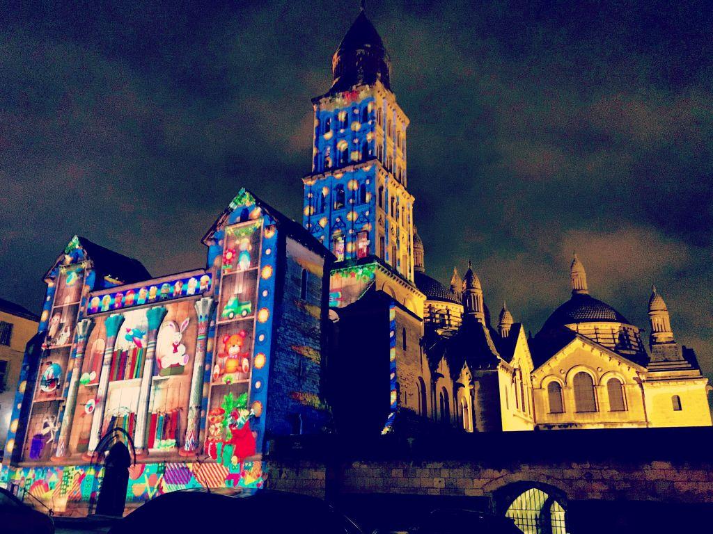 S'émerveiller avec les animations lumineuses et sonores de la cathédrale Saint-F