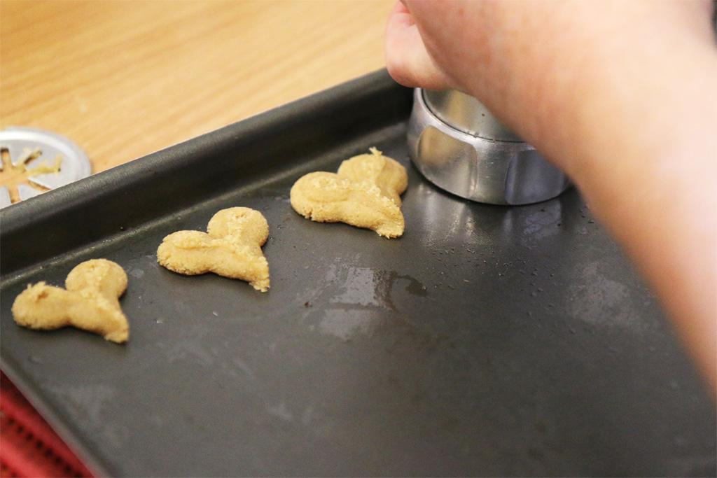 préparation des sablés à la chataigne