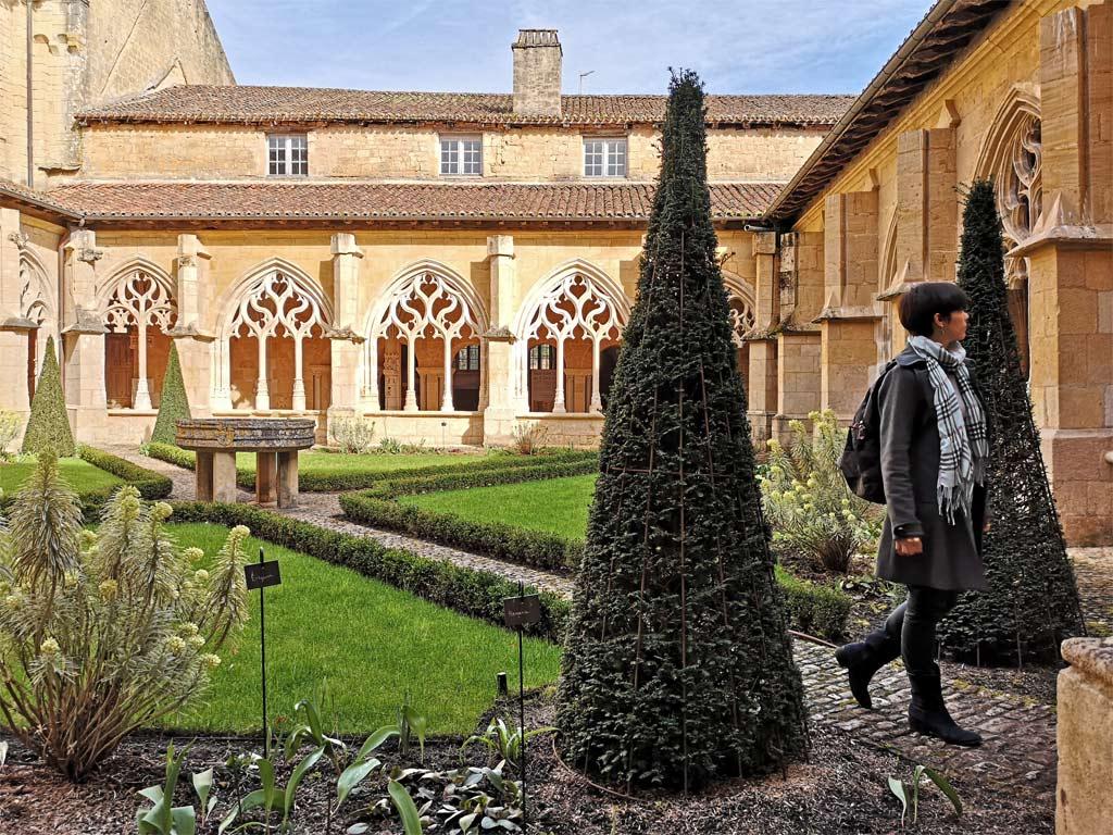 Cloître de Cadouin jardin