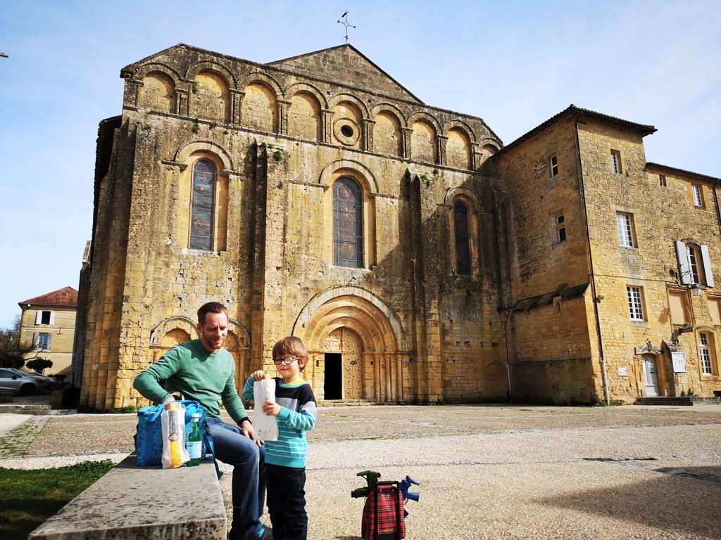 Devant église de Cadouin