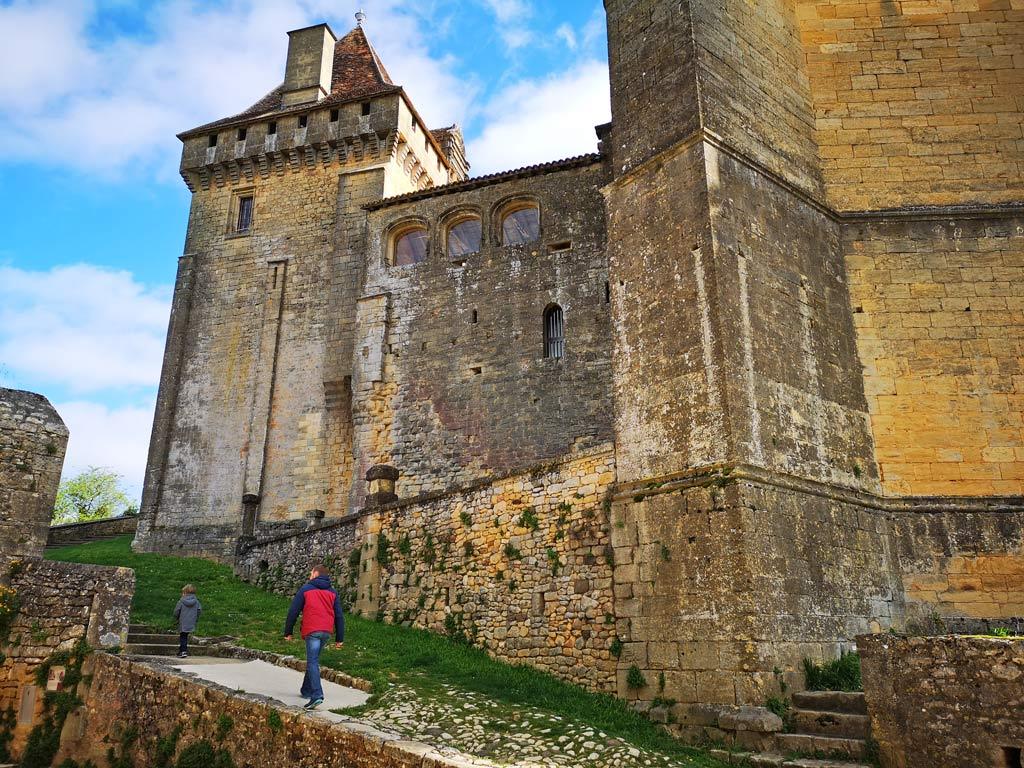 Marche entrée château de biron