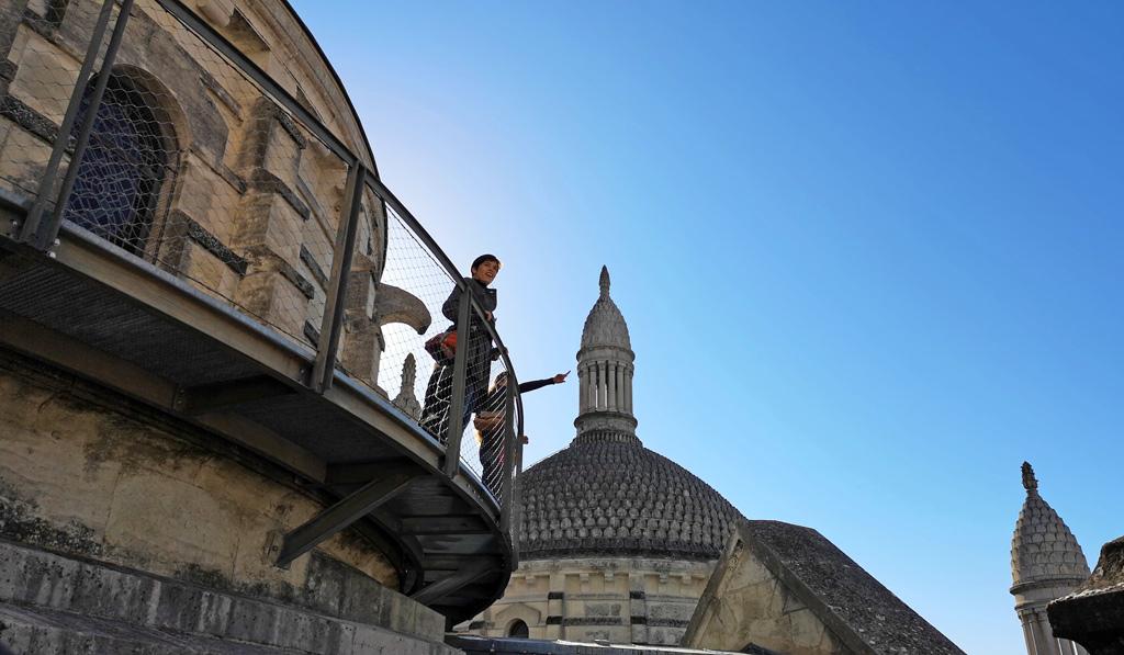 Les passerelles en métal de la cathédrale saint front