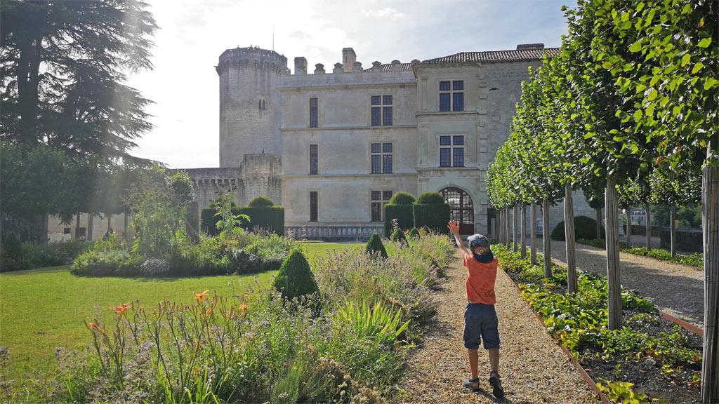 jardin du chateau de bourdeilles