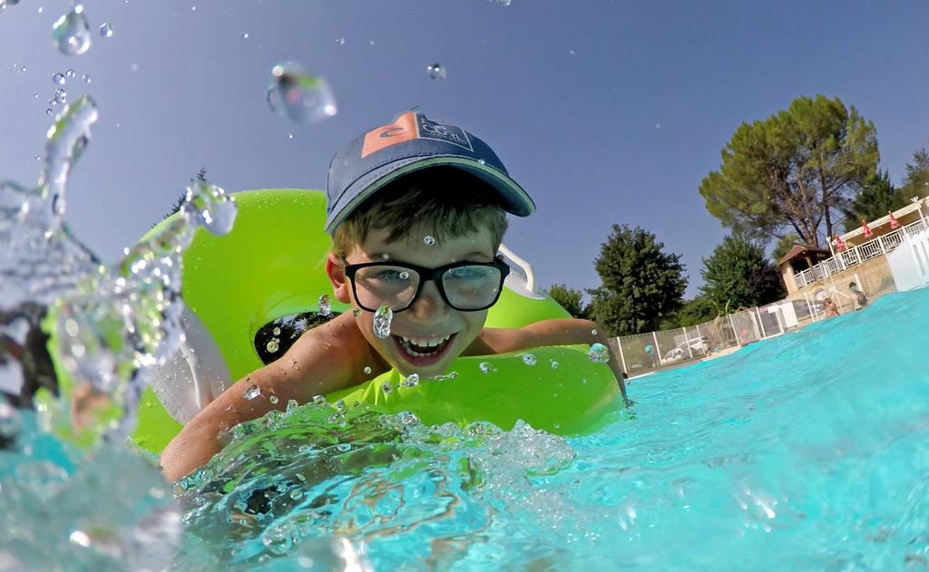 enfant piscine camping de la grande prade