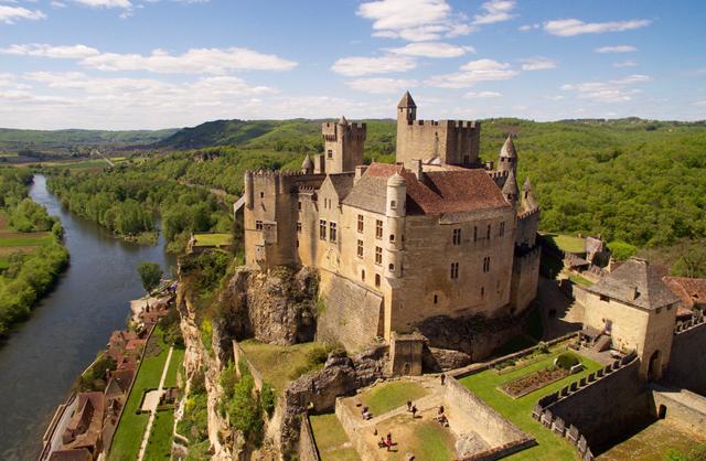 Le Chateau De Beynac Cest Vivre LHistoire Et Entrer Dans Moyen Age Par La Grande Porte Plus Authentique Forteresse Medievale Du Perigord
