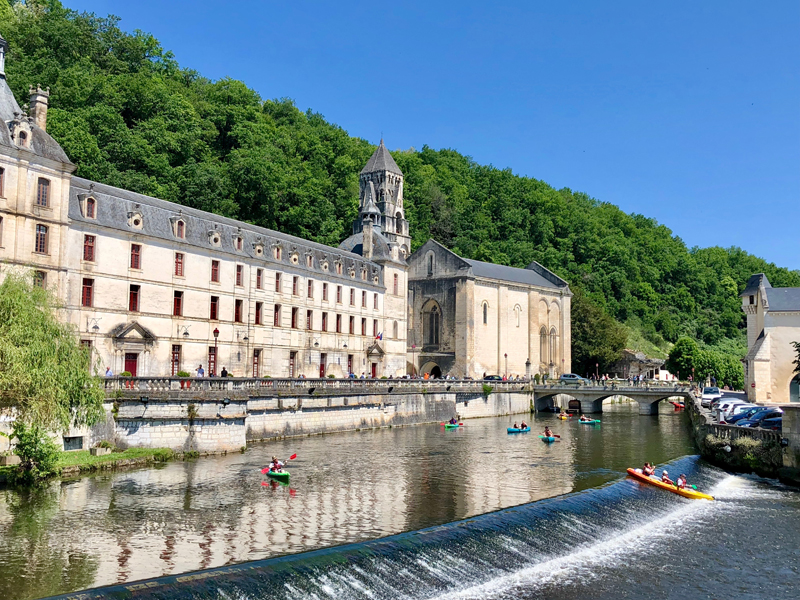Brantôme et son Abbaye majestueuse